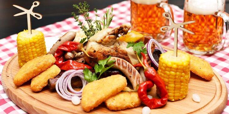 Mix grill pro 2 osoby a dvě malá pivka v restauraci u Karlova mostu