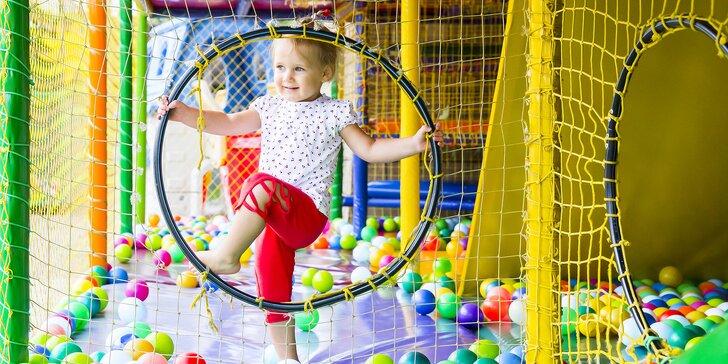 Vypusťte děti do labyrintu: Vstup do dětské herny s 5 patry prolézaček