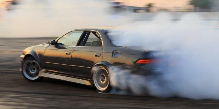 Naučte se řídit auto ve smyku: 30 minut driftování pod dohledem instruktora