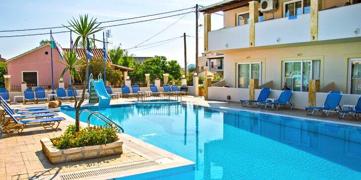 Letecky na Korfu: 7 nocí v hotelu s bazénem a polopenzí, 100 m od pláže