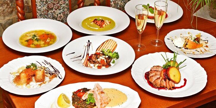 Čtyřchodové menu a víno pro 2: feta sýr, kachní jatýrka i prsa, losos a dezerty