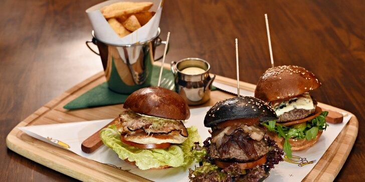 3× miniburger u Šárky: černý BBQ, kuřecí caesar a blue cheese burger i s hranolky