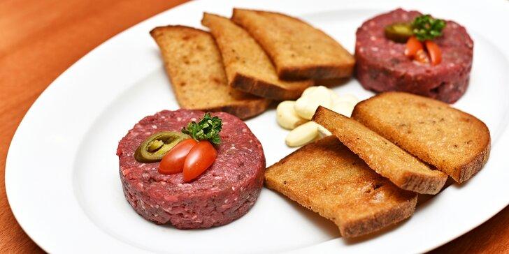 Hovězí tataráček: 300 či 500 g masa s neomezeným množstvím topinek a česneku