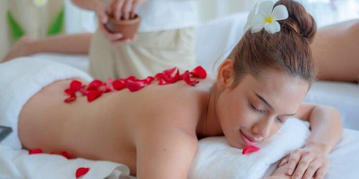 Odpočinek s vůní květů: relaxační masáž teplým olejem z damašské růže