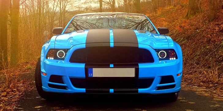 Sedněte za volant nabušeného sporťáku: jízda snů v Mustang GT s instruktorem
