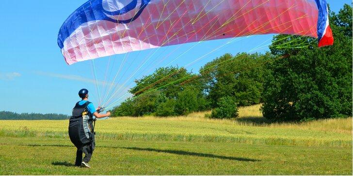 Vyzkoušejte si paragliding: celodenní výcvik s možností tandemového letu