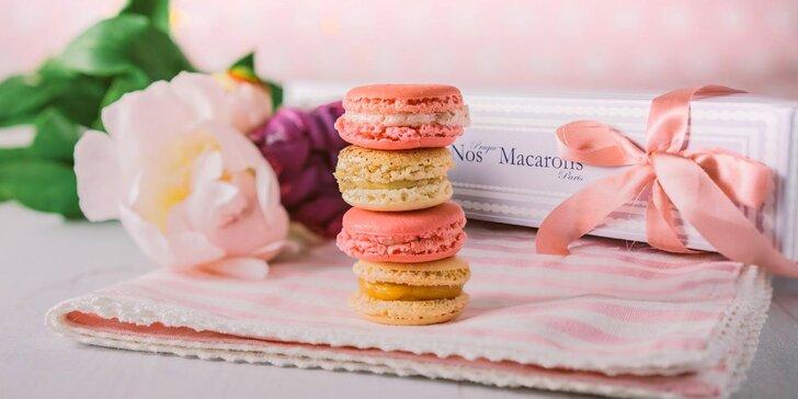 Balíček 6, 12 či 24 makronek od Nos Macarons, možnost romantického zdobení