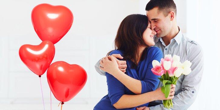 Květiny jako něžný projev lásky: pugét holandských tulipánů s balónky i bez