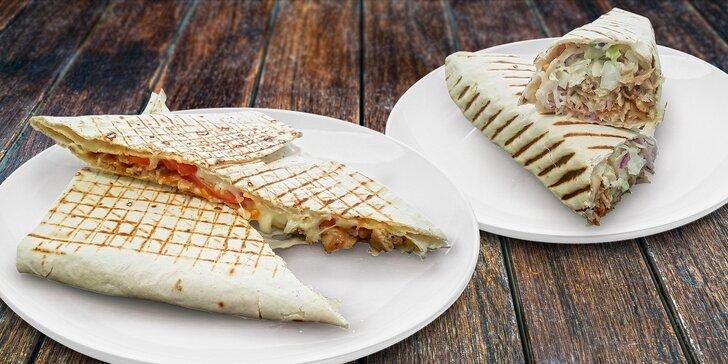 Nedejte hladu šanci: Lahodný kebab v tortille nebo chačupuri s sebou