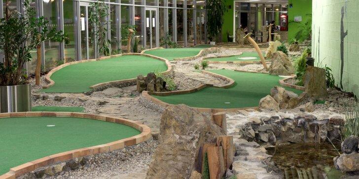 Hodina adventure golfu v O2 Aréně pro 2 hráče či celou rodinu