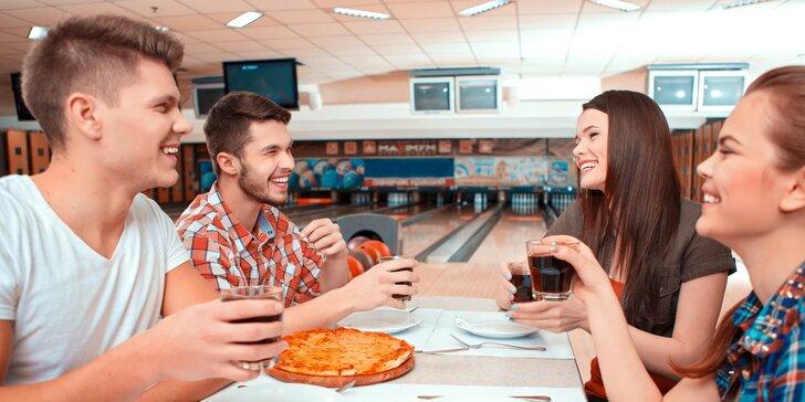 Zábava pro celou partu: 2 křupavé pizzy dle vašeho gusta a hodina bowlingu