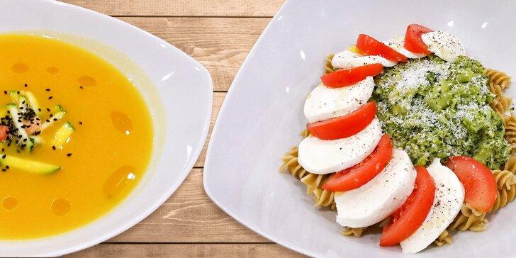 Zdravý oběd na Václaváku: polévka, hlavní chod a domácí limonáda