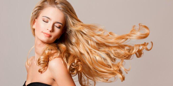 Vše, co vaše vlasy potřebují: melírování se střihem i regenerační kůrou.