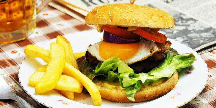 Dva burgery v baru Marcela Ihnačáka, který je umístěný v atomovém krytu 10-Z