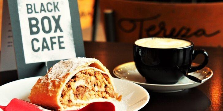 Káva dle výběru a klasický či raw dezert v Black Box Cafe