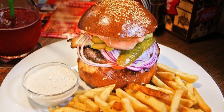 Vydatný 200g burger a hranolky pro 1 nebo pro 2 v restauraci Minigolf