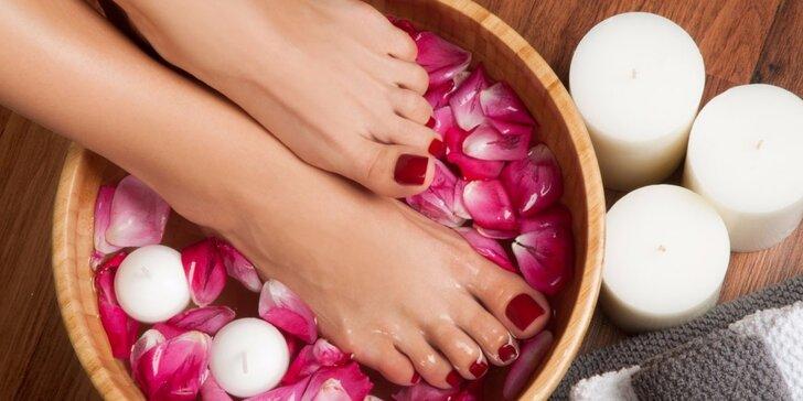 Balíčky pro dámy i pány: pedikúra s gel lakem nebo masáží nohou