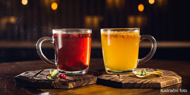2 teplé nápoje na Vítkově nebo na Petříně: svařený džus nebo caffè latte