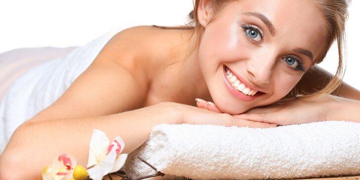 Dopolední hodinová masáž dle výběru: klasická, havajská, indická, kokosová či aroma