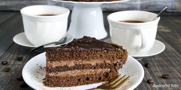 Čas na sladkou pauzu: 2× čaj nebo káva s dortem z nabídky