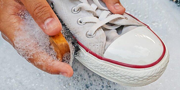 I staré kecky můžou prokouknout: 2 varianty čištění tenisek vč. odstranění pachu