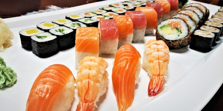 Sushi set s 50 kousky: losos, tuňák, kreveta, avokádo, řepa i tempura