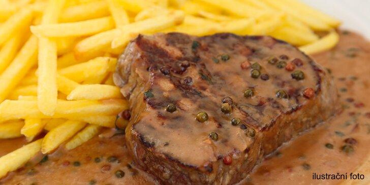 Kuřecí steak a zelenina z grilu či vepřový s omáčkou a přílohou + nápoj