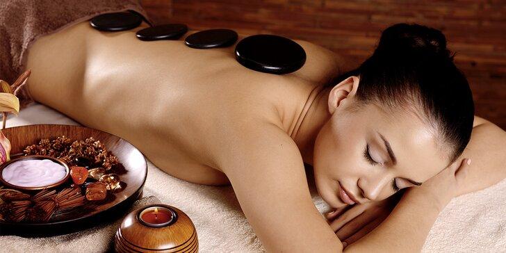 Jarní masáž s peelingem a prohřátí lávovými kameny