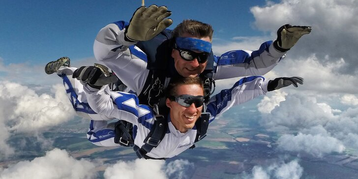 Tandemový seskok z výšky až 3500 m včetně fotek a videa
