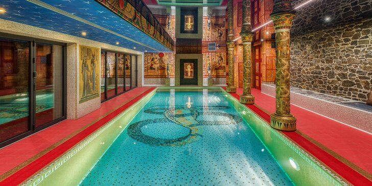 Romantika ve skalním chrámu: privátní infrasauna a slaný bazén pro 2 osoby
