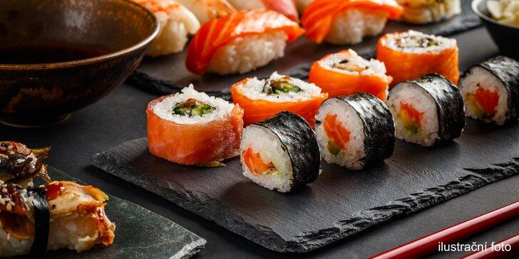 """Sushi v podzámčí: 24 nebo 38 čerstvých rolek z rukou """"sushisty"""""""