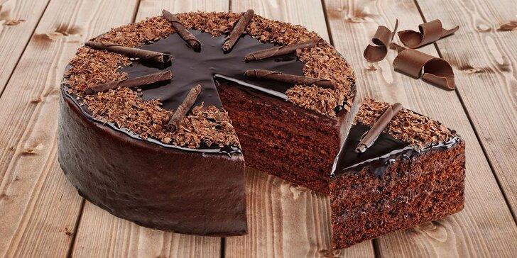 Luxusní čokoládový dort ze Snack & Rolls: 1400 gramů a až 12 lahodných porcí