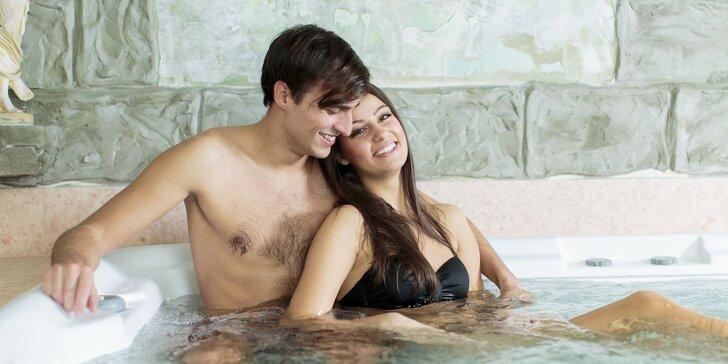 Párová relaxace: 30 minut ve vířivce a masáž nebo zábal podle výběru