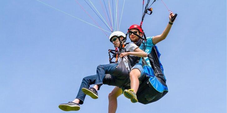 Vyhlídkový let v tandemovém kluzáku s akrobatickými prvky pro 1 osobu