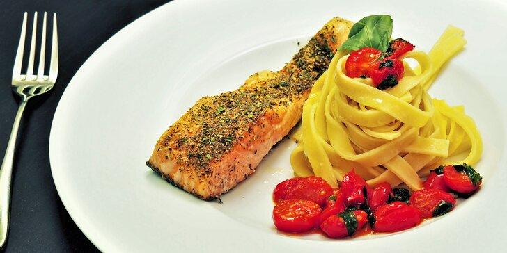 3chodové menu u jezírka: čerstvý losos, domácí těstoviny, brownies