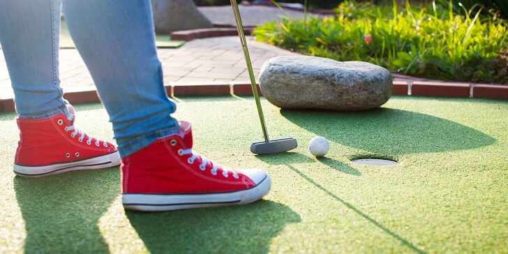 Adventure golf pro dva: hodinová hra s výhledem na Pálavu