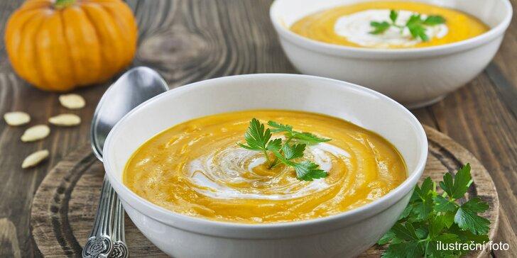 Zdravý oběd: Dvě 500ml syté krémové polévky s čerstvým pečivem