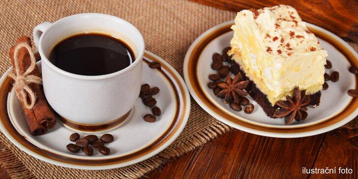 Káva a dort podle výběru v žižkovské kavárně se secesním interiérem