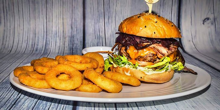 2 burgery v domácí žemli s masem ze 100% českého býčka z lokálních chovů