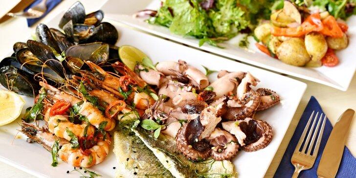 Plato mořských plodů a ryb s přílohami pro 2 osoby