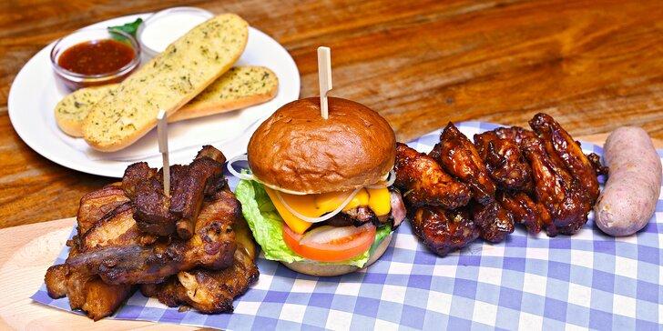 Masové prkno pod vinořským zámkem až pro 4: žebra, křidélka i burger