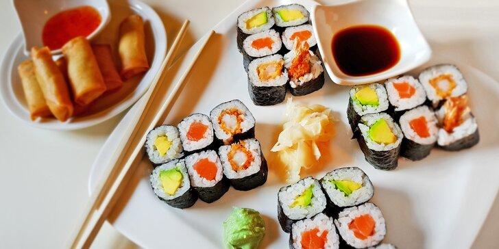Asijský set s sebou: polévka, lososové sushi ve 2 verzích a minizávitky