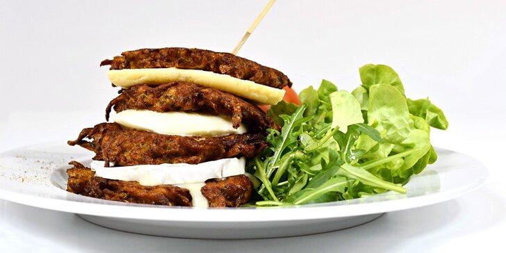 Bramborákové menu pro dva: česnečka, bramboráčky dle výběru a dezert