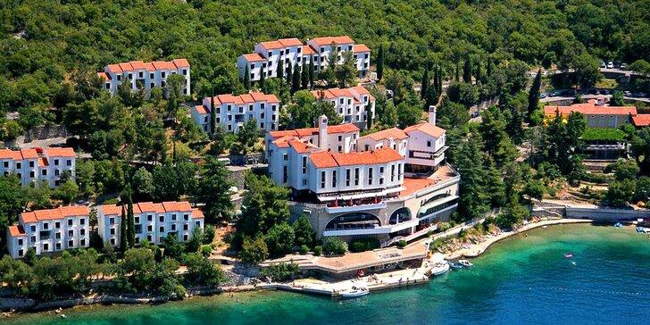 Pobyt v turistickém komplexu v Chorvatsku: 7 nocí s polopenzí, blízko pláže