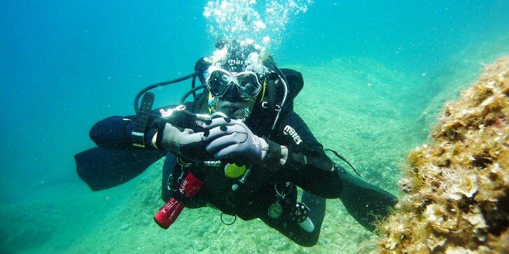 Ponořte se: Potápěčský kurz s mezinárodní certifikací do hloubky 18 metrů
