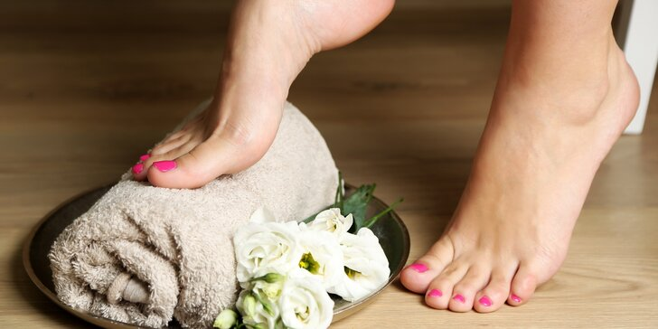 Péče o nehty: Základní mokrá pedikúra pro dokonalé nohy