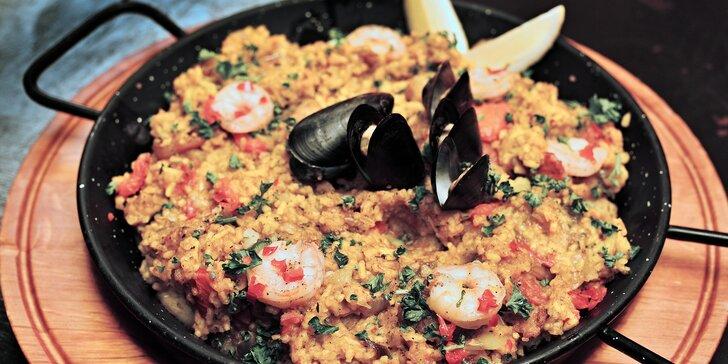 Španělská paella pro 2 či 4: masová, s mořskými plody i vege a tapas k tomu