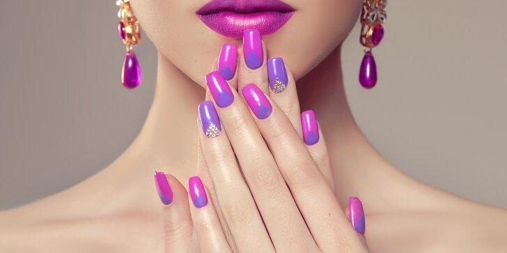 Péče o nehty dle výběru: P-Shine, gelové či akrylové nehty včetně doplnění