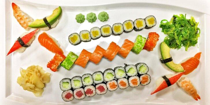 Sushi set se 40 kousky: losos, krevety, krab, avokádo, okurka i řepa