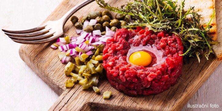 500 g mletého tataráku z hovězí kýty a nekončící nálož topinek pro 3–4 osoby
